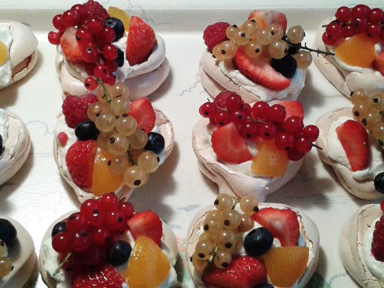 heerlijke dessertafel verse vruchten